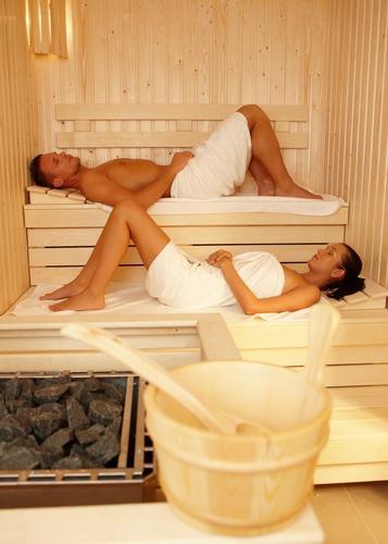 Спят в бане