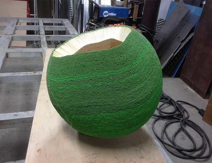 Он год клеил сферу из 42 тысяч спичек, чтобы в конце её просто поджечь в мире, креатив, люди, сделай сам, спички, шар