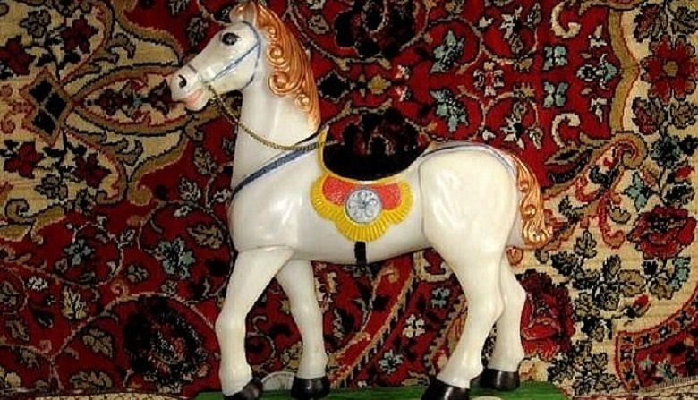 Антикварные прокатки лошадь на колесах, игрушка-каталки гнедая лошадка винтаж.