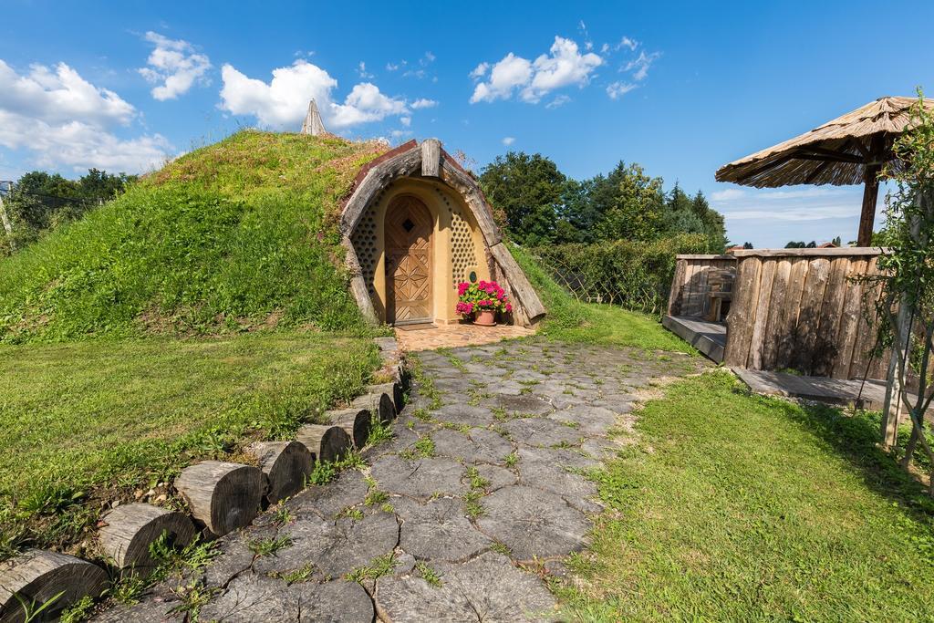 Домик хоббита, построенный с использованием технологий пятитысячелетней давности