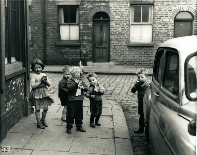 Обаяние трущоб Манчестера в фотографиях Ширли Бейкер 1960-х годов 31