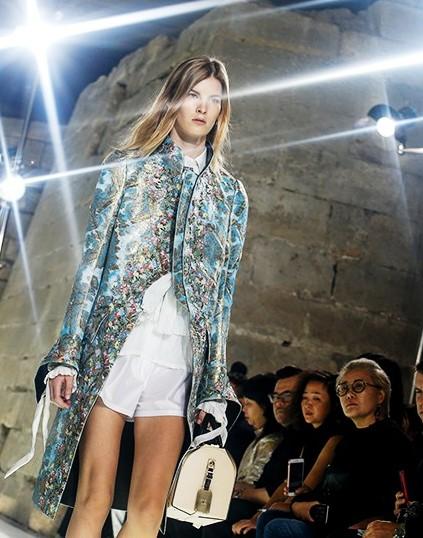Louis Vuitton весна-лето 2018 — шикарное смешение стилей и эпох