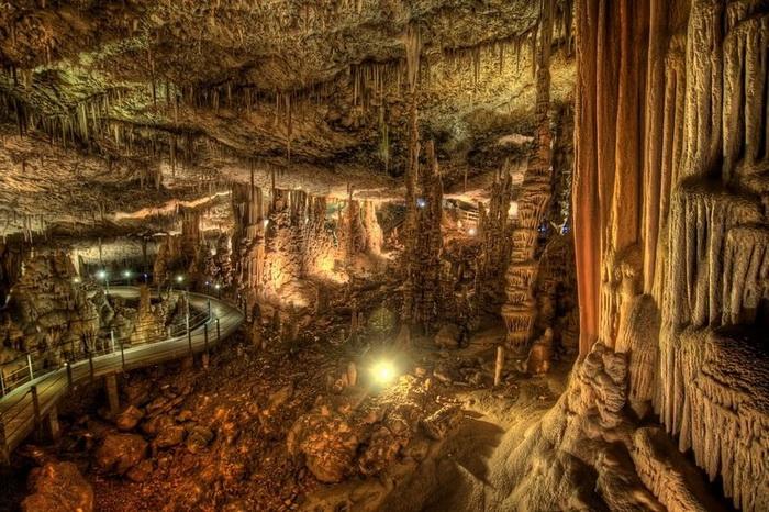 Красоты пещеры Авшалом, Израиль