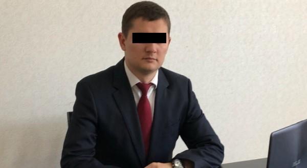 Чиновника Севастополя пытают…