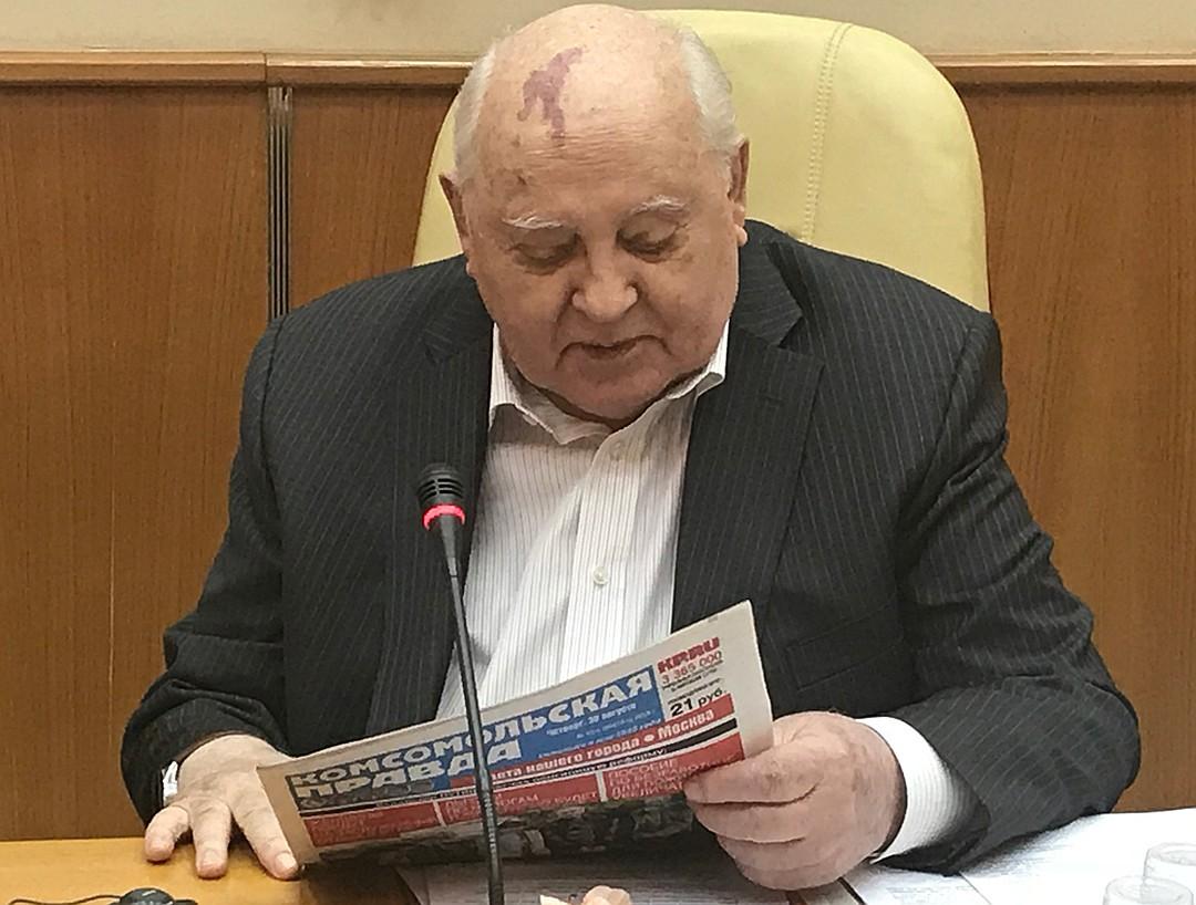 Горбачев удивился, что его не любят.