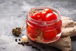 С виноградом и чесночком. Рецепты вкусных заготовок из помидоров