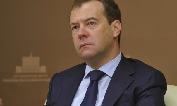 Россияне требуют назначить Медведеву зарплату, равную прожиточному минимуму