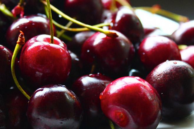 Хитрые способы очистить фрукты и овощи, которые сэкономят уйму времени