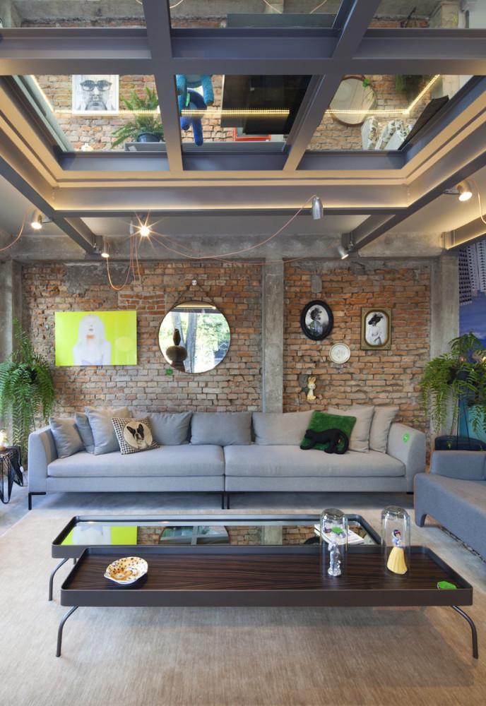Гостиная, холл в цветах: серый, светло-серый, темно-зеленый, коричневый. Гостиная, холл в стиле лофт.