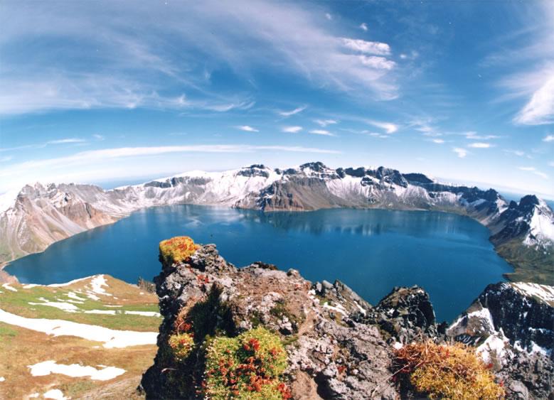 Божественное озеро, вулкан Пэктусан, Китай, Северная Корея.