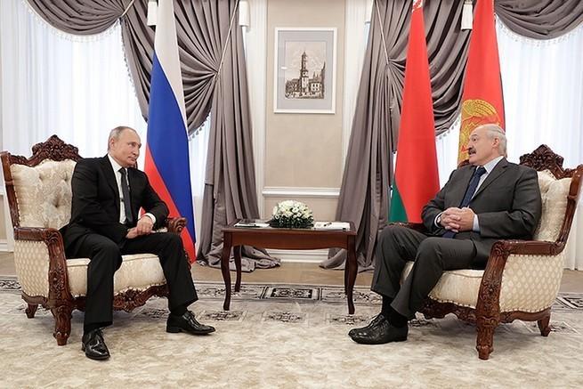 Путин отобрал у Лукашенко возможность продавать нефть Порошенко