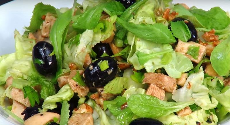 салат с виноградом ветчиной