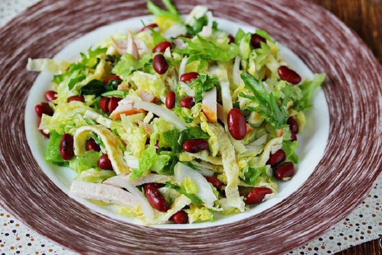 Салат из курицы, пекинской капусты и фасоли