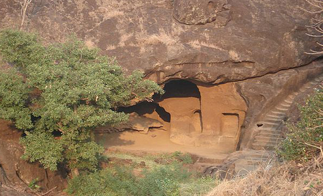 В погоне за тигром британец наткнулся на странную пещеру. Внутри оказался целый затерянный город