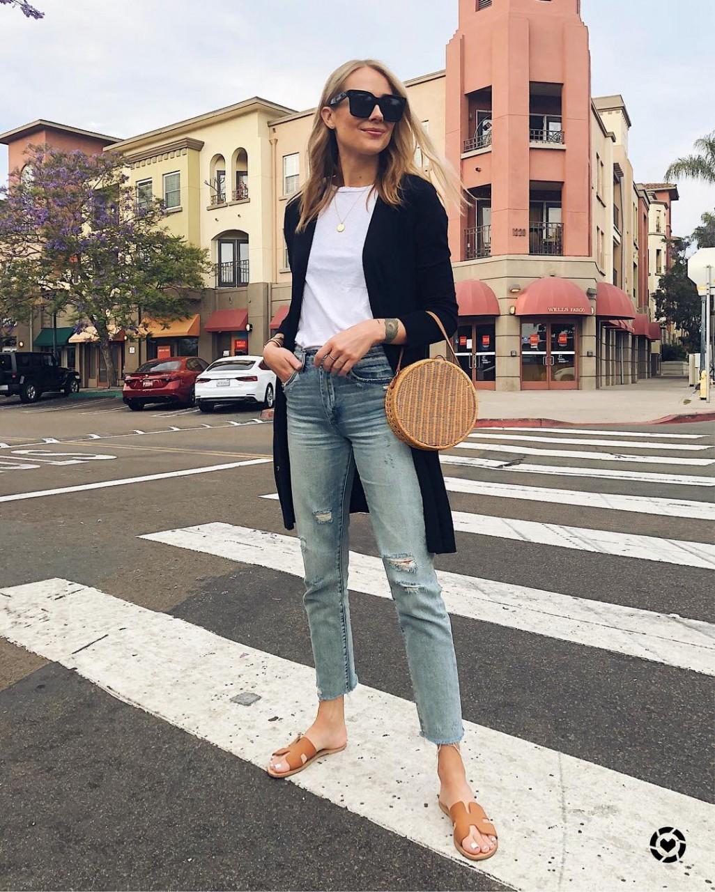 Сандалии-дюна стали новым обувным трендом лета 2018