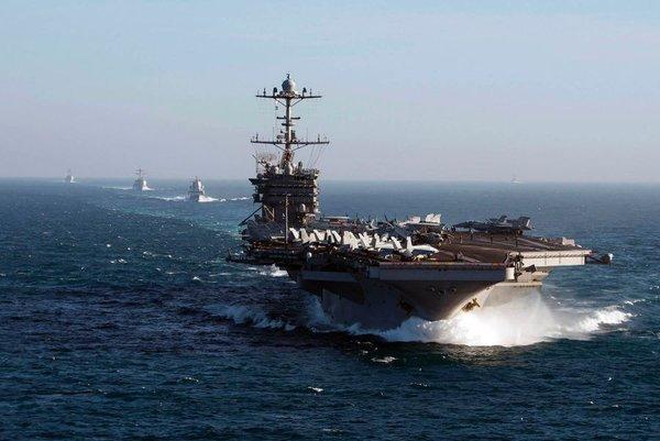"""Главнокомандующий НАТО: Авианосец США в Северном море поставит Россию """"на колени"""""""