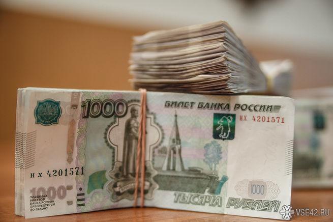 Мажор из жалости к людям разбросал в Санкт-Петербурге десятки тысяч рублей