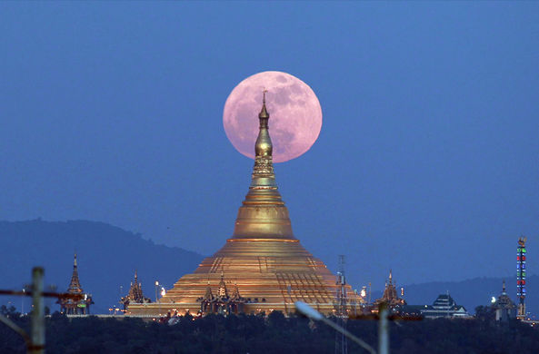 Луна подошла к Земле на рекордно близкое расстояние