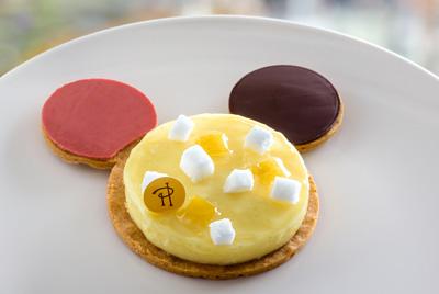 Парижский Диснейленд угощает десертом, посвященным 90-летию Микки Мауса