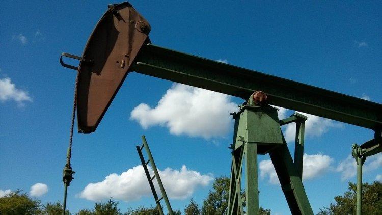 ОПЕК+ сократила добычу нефти на 121%