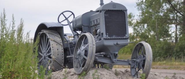 На трёх русских буквах: тест-драйв трактора СТЗ-1 «Сталинец»