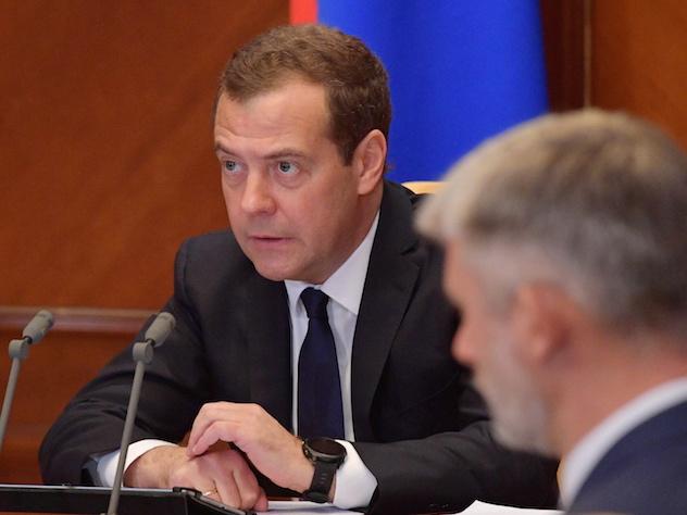 Медведев заявил о недопустимости нового роста цен на топливо