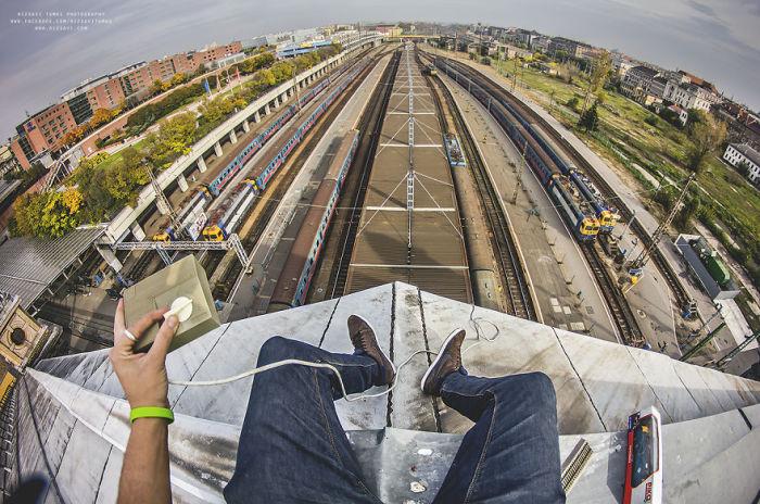 На крыше вокзала. Автор фото: Tamas Rizsavi.