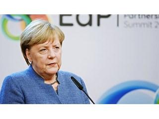 Из самодержца в попрошайки: как Меркель расплачивается за ошибки своего самомнения