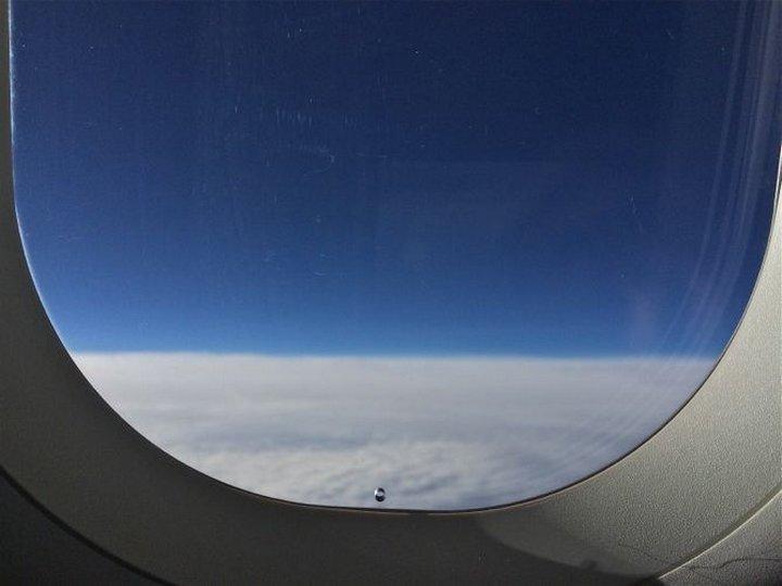 Знаете ли Вы зачем в иллюминаторе самолета делают отверстие?
