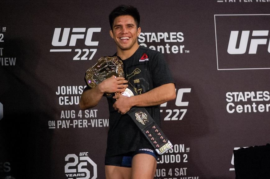 Сехудо в аэропорту потерял пояс UFC