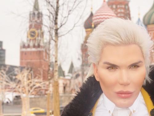 """""""Живой Кен"""" высказался о внешности и голосе Монеточки"""