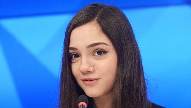 """""""Секрет странного, белого шарфа раскрыт!!"""": Медведева показала, как олимпийцы из России прятали триколор в форме"""