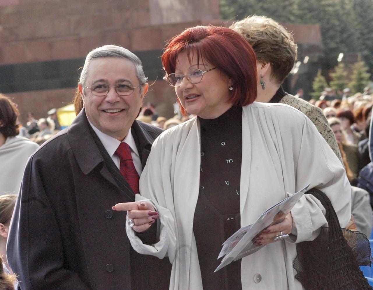 Единственная дочь Евгения Петросяна решила навсегда покинуть Россию и нашла свое счастье за рубежом