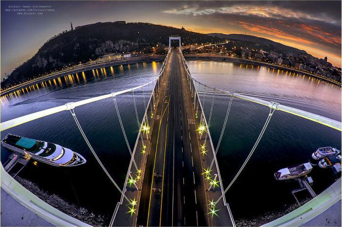 Мост Эржебет. Автор фото: Tamas Rizsavi.