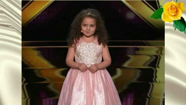 Малышка исполнила песню Фрэнка Синатры, чем вызвала восхищение