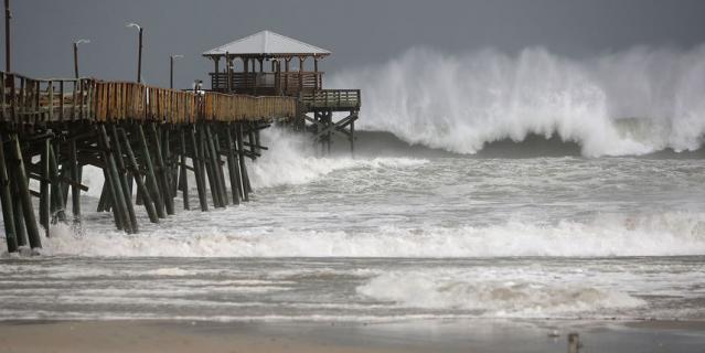 """Первые фото и видео, что творит ураган """"Флоренс"""" в США, впечатлили Сеть"""