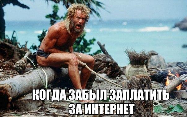 На пляже лежит красивая женщина. Идет моряк ...