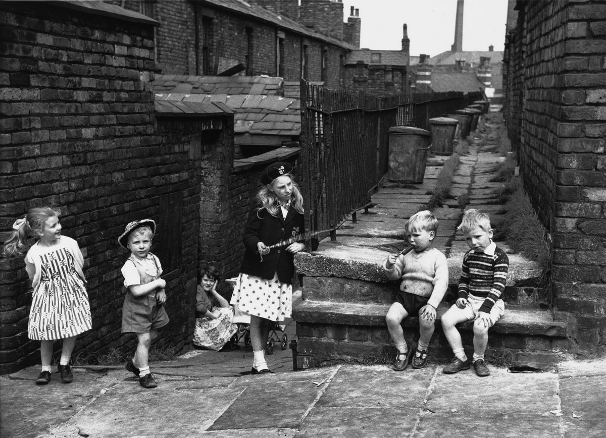 Обаяние трущоб Манчестера в фотографиях Ширли Бейкер 1960-х годов 18