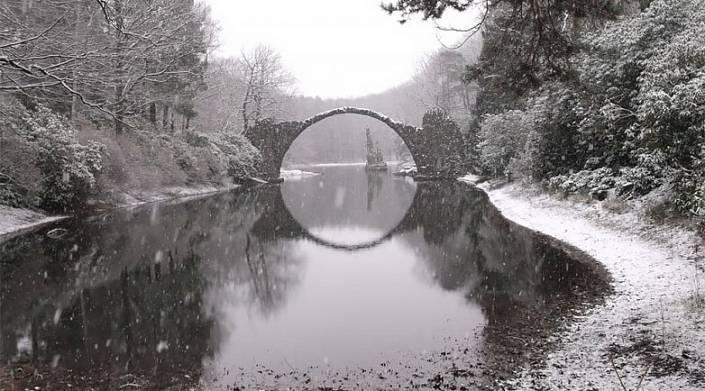 Мост в парке Кромлау