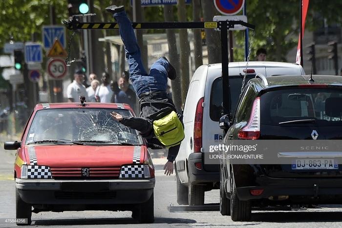 Как во Франции стали воспитывать пешеходов, чтобы они не переходили дорогу на красный свет!