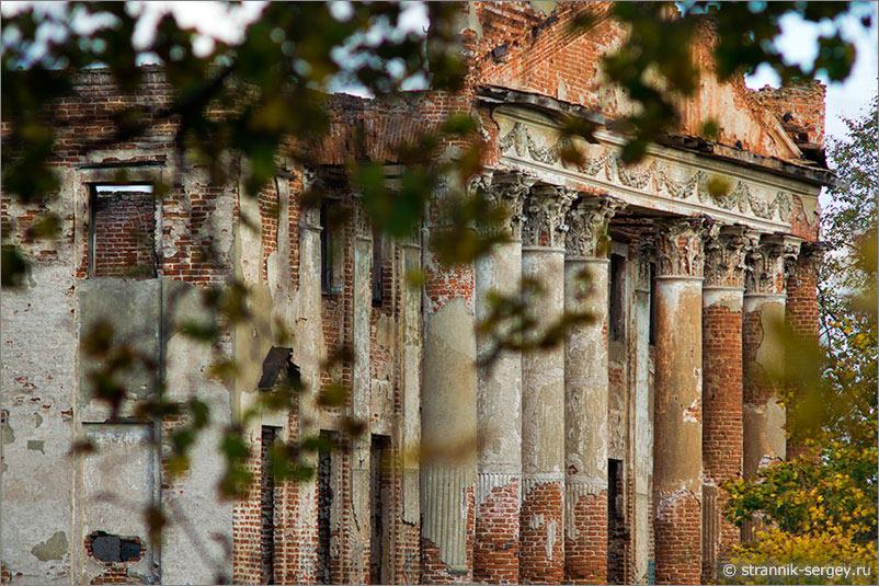Вы думаете старинные дворцы и замки только в Греции и Египте? А что Вы скажете по этот Парфенон на берегу реки в Подмосковье???