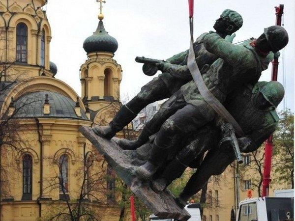 Поляки возмущены сносом советских памятников: «Без русских нас бы не было!»