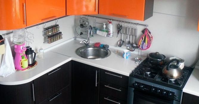 Правильное хранение посуды на маленькой кухне