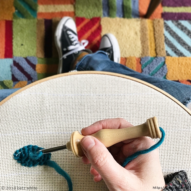 Сидушка для стула, в технике ковровая вышивка (1) (630x630, 335Kb)