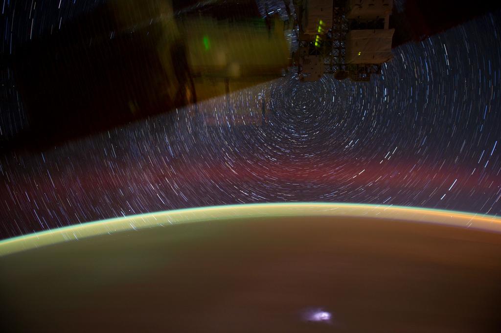 938 Звездные следы   фото с МКС