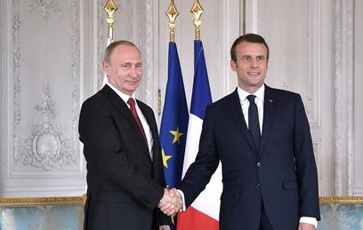 Макрон попросил Путина разрешить ситуацию со здоровьем Сенцова