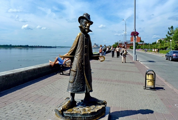 Лучшие памятники для селфи в регионах России