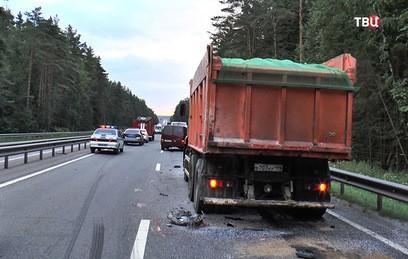 Под Калугой микроавтобус протаранил грузовик: погибли 3 человека
