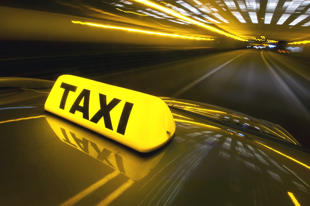 В Башкирии водитель такси украл у своей пассажирки 9 500 рублей