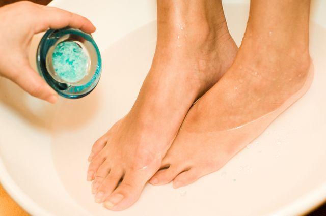Как выпарить простуду. Ванна для ног может заменить дорогие лекарства